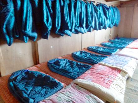 平日だし明日が解禁日だから一人一つの寝具。モンベルのホローバック#3