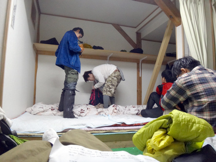 2人分の寝具に5人寝る富士山クオリティ(笑)