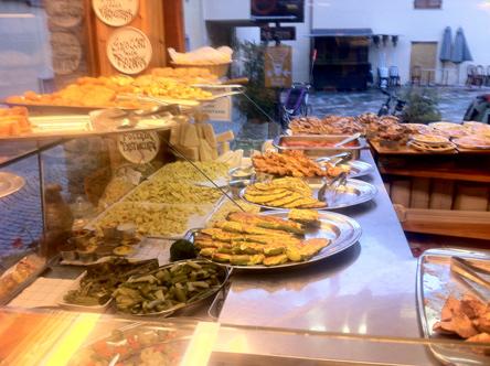 クールマイヨールの惣菜屋