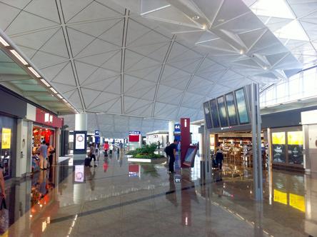 香港の空港はさすがに広い