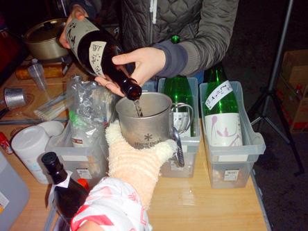 エイドステーションで日本酒をいただく