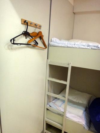 3畳一間に2段ベッドの宿