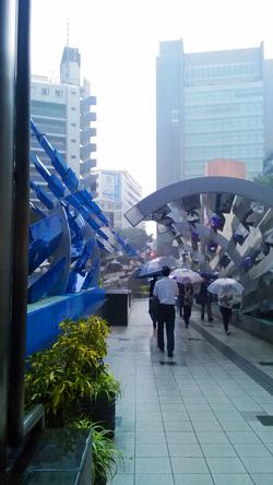 台風のせいで強烈な雨