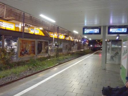 朝5時のミュンヘン駅。ちゃんと電車が来ますようにー