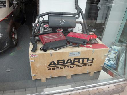アバルトの木箱販売中
