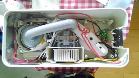 加湿器から音が出るようになったので、分解して調整