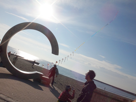 連凧を上げてる人たちがいた