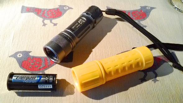 電池ホルダーが100円のヤツと共用できることを確認