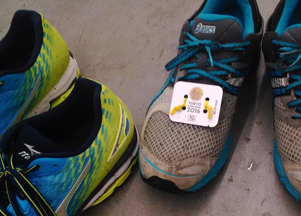 東京マラソンのタグがついたまま走ってる靴発見。