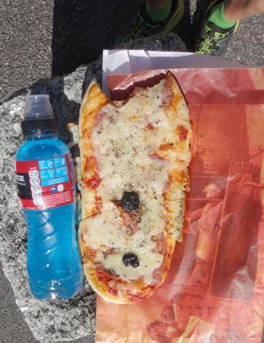 ドリンクもピザも3ユーロ