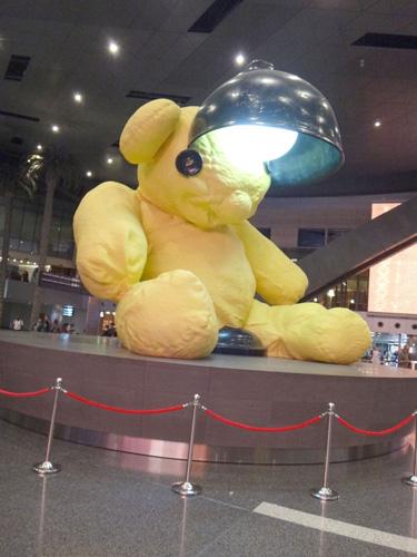 ドーハ空港のシンボルらしいが、全然らしくない(>_<)