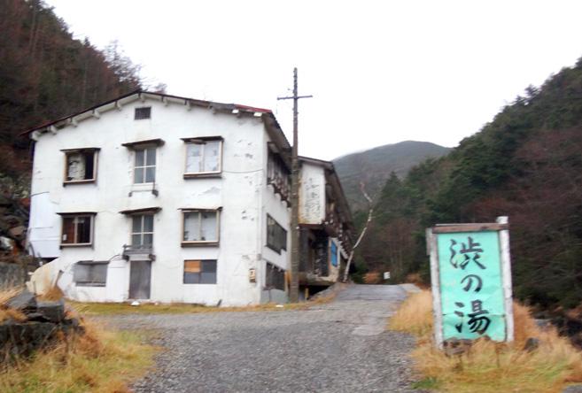廃墟のホテル。立地はとても良いのにー