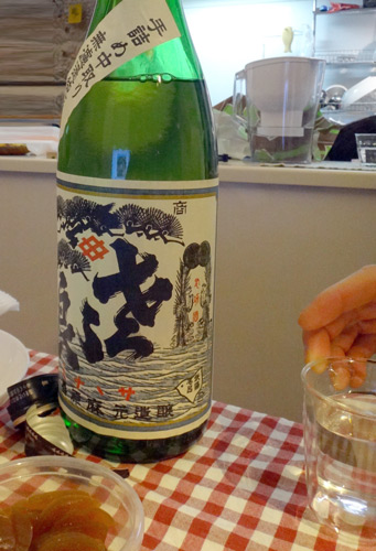 見慣れんラベルの日本酒