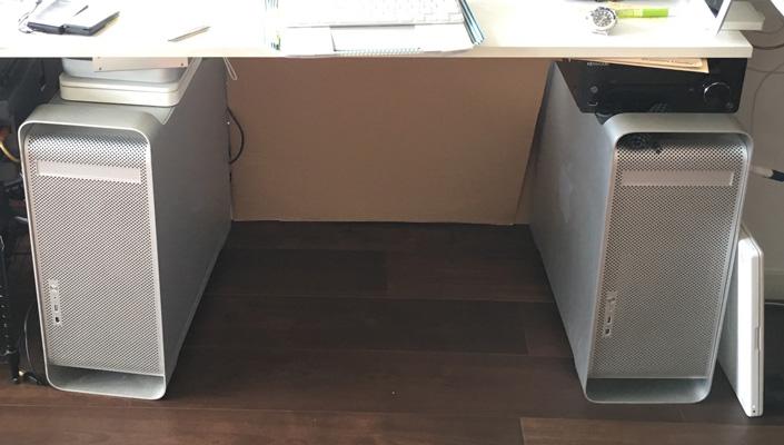 右が実動、左はドンガラにした収納箱
