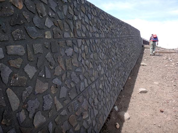 溶岩で作った壁ができとった