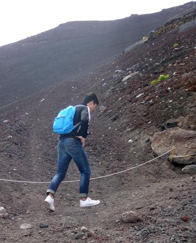 富士山定番!街ナカファッションで登る人