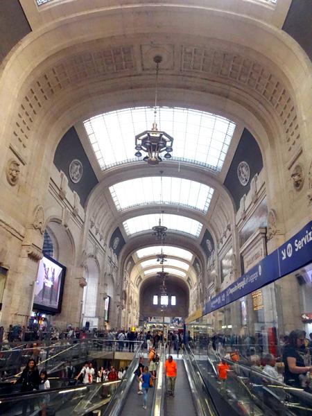 絵になるミラノチェントラーレ駅