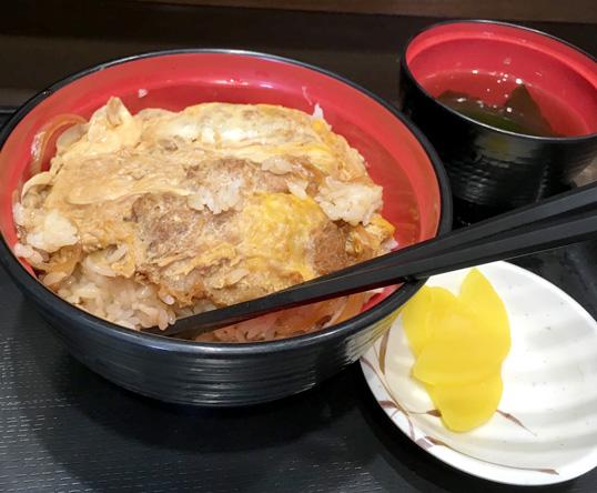 2日連続の富士そばのカツ丼。こっちが濃い。渋谷が好み(^o^)