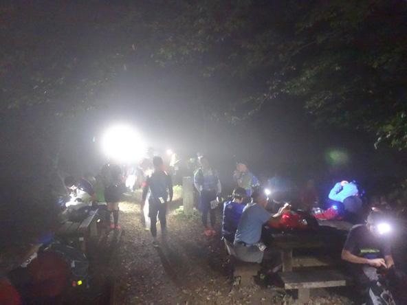 生籐山で、もう休憩してる人多し。