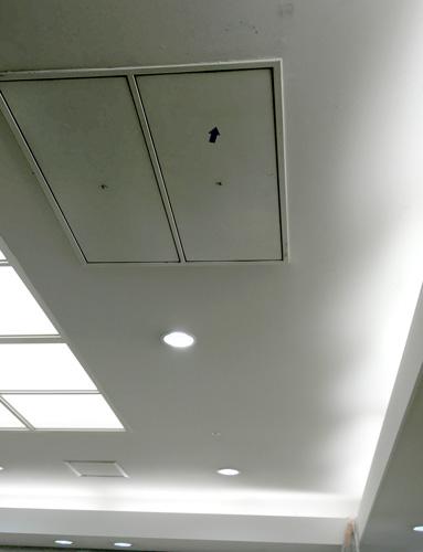 デパートの天井。斜め具合がメッカの方向みたい(笑)