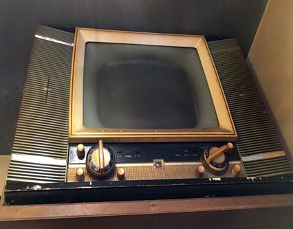昭和30年ごろのゼネラルのテレビが置いてあった