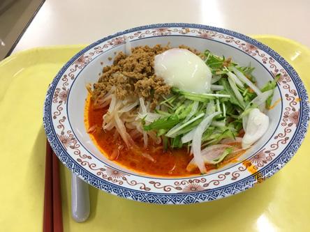 社食のメニュー、今日は当たりの冷やし担々麺(^o^)