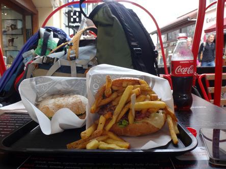 クールマイユールの焼きハンバーガーが美味