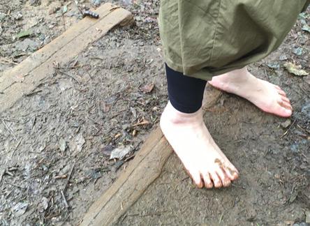 裸足はコワいw