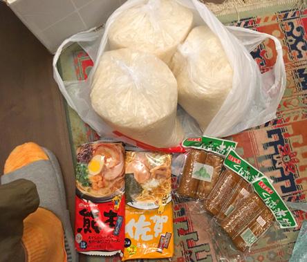 お米とラーメンとかまぼこの燻製がとどいた(^o^)
