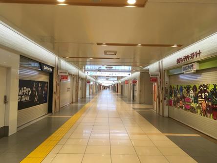 午前になって誰もいない東京駅