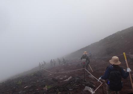 帰りは霧が深くて天気は下り坂