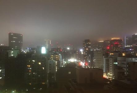 天気が悪いから神秘的な夜景になった😊