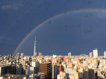 大きな虹がかかって、オフィス総出で写メ大会w