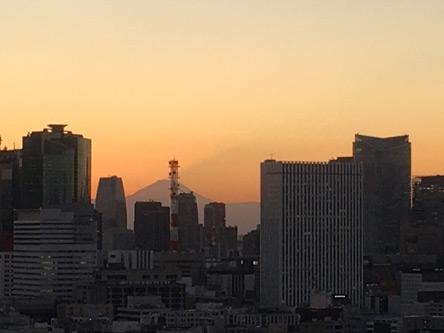 富士山の前にたちはだかるのは電源開発のタワーw